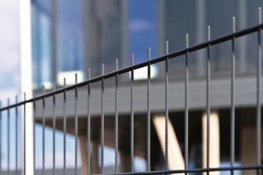 Doppelstab-Gittermatte ab einer Höhe von 063 mm x 2510 mm, 8/6/8 mm Stabstärke, feuerverzinkt.